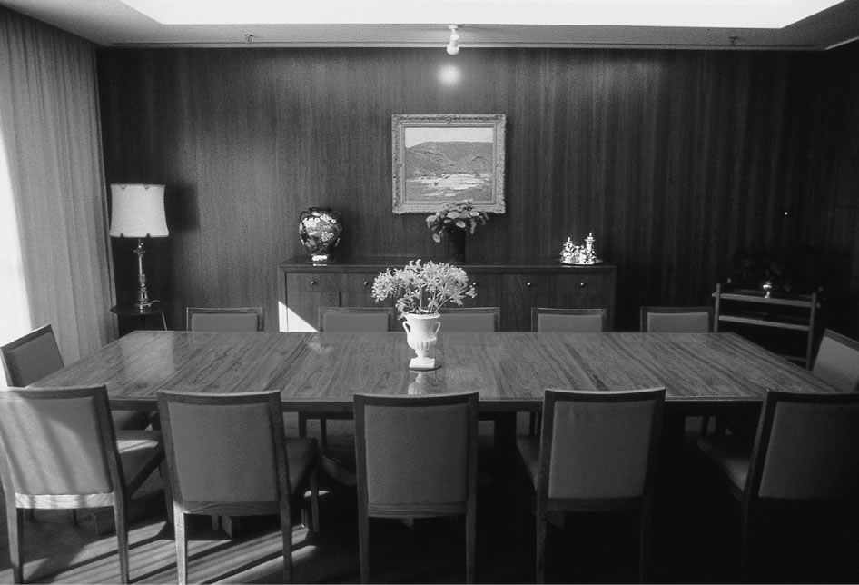 An image of the dining room in the President of the Senates' Suite.